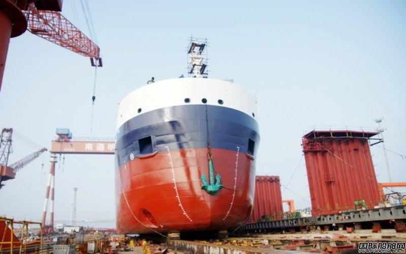 明德重工一艘大湖型散货船顺利下水