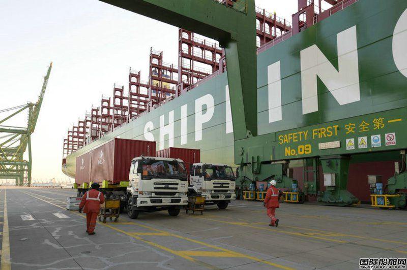 """世界最大集装箱船""""中海环球""""轮首航"""