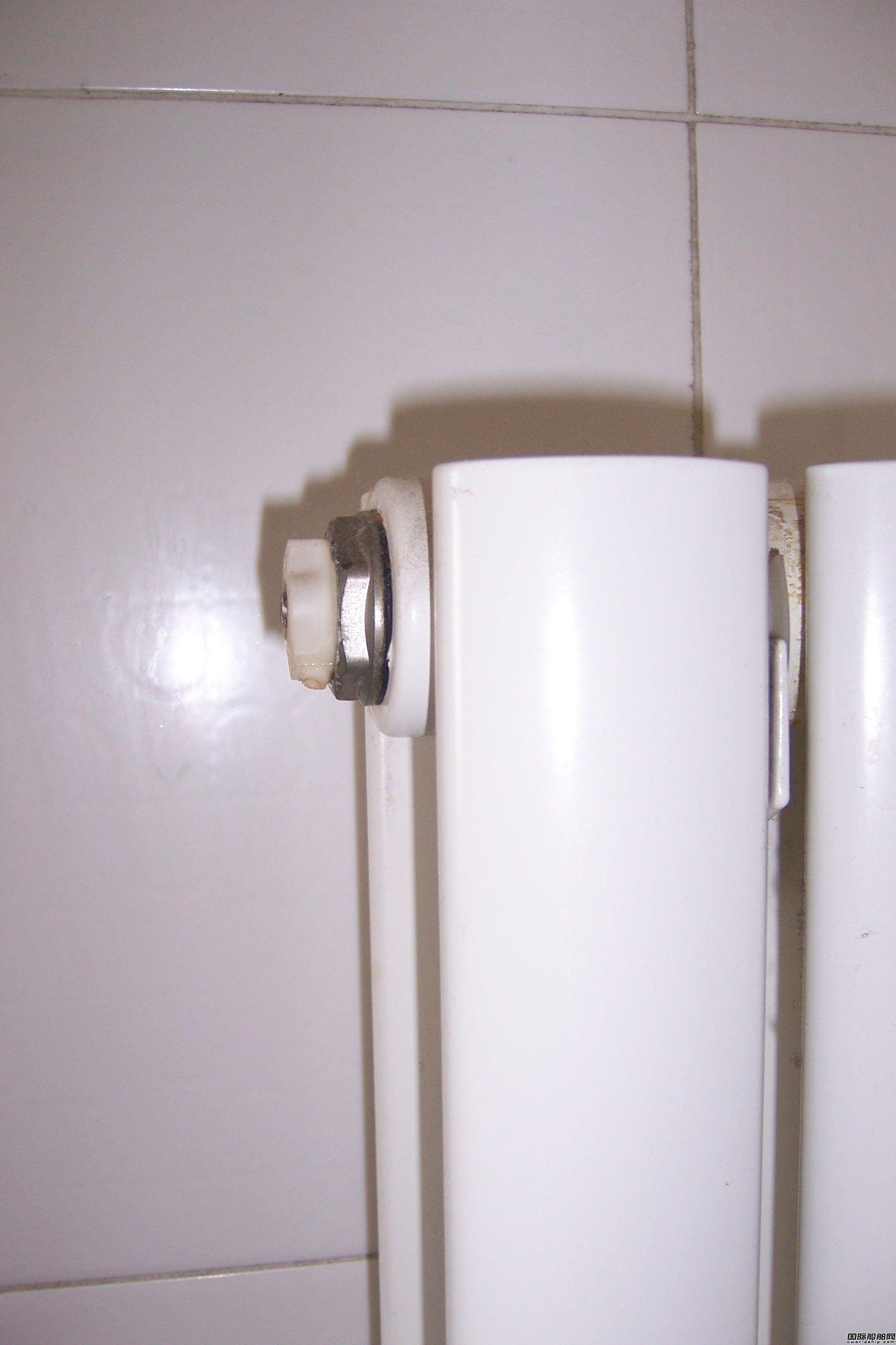 暖气排气阀漏水怎么办,家里新买的排气阀才用两天就漏水?图片