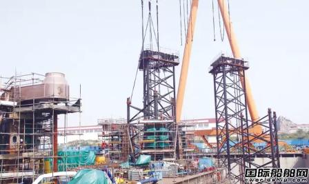 青岛武船完成CJ46钻井平台首节桩腿插桩