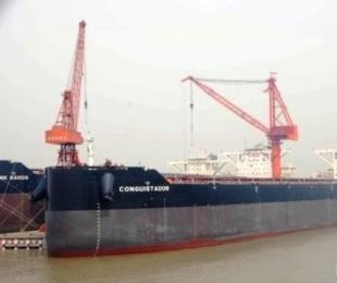 扬子江船业首制208000吨散货船启航