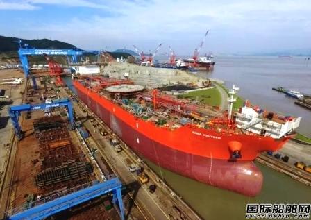 舟山中远船务第二艘15.2万吨穿梭油轮下水
