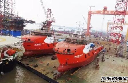 振华重工两艘油田守护供应船同时滑移下水
