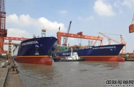 新扬子造船2艘27500立方米LNG船出坞