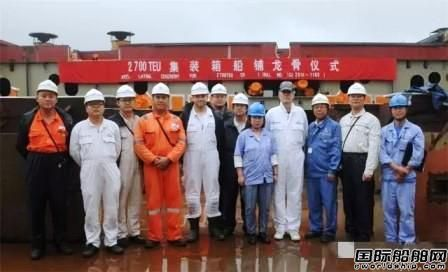 新扬子造船两船进坞搭载迎国庆