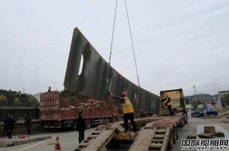"""""""泰坦尼克""""复制版邮轮首批组件运抵遂宁大英"""