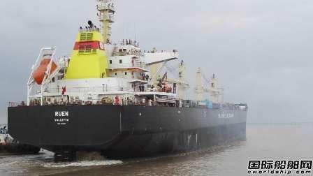 宏强重工交付一艘42300吨散货船
