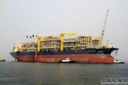 大连中远船务改装国内最大FPSO启航