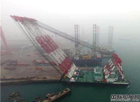 武船交付国内最大双臂架起重船