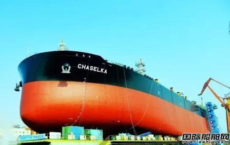 大船集团11.3万吨成品油船41号船下水