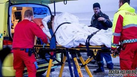 英国一艘观光船撞上海岸2游客重伤