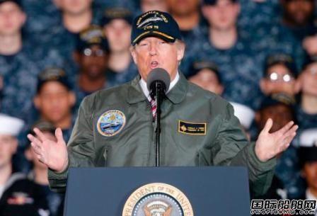 """特朗普参观""""美国国宝""""船厂登上航母演讲"""
