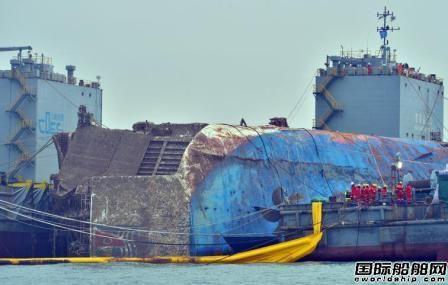 """""""世越""""号船体下午抵达半潜船所在海域"""