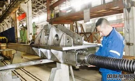 武船万吨级船溢油回收装置开始部件装配