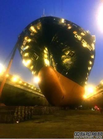 """大连中远船务抢修大型集装箱船""""威尼斯""""轮"""