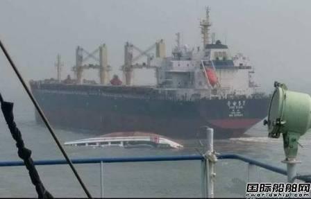 一艘海警船遭货船撞沉8人落水获救
