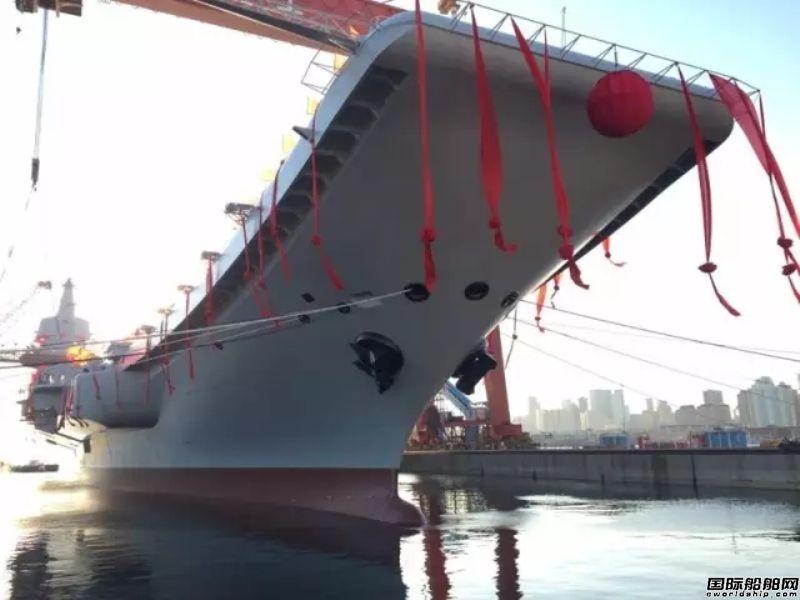 高清图:首艘完全国产航母下水过程