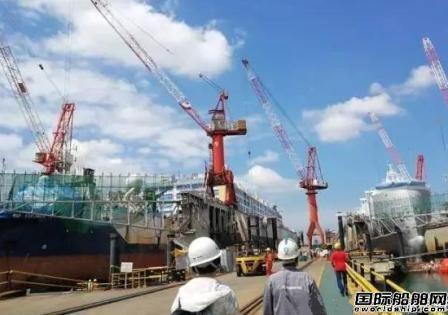 杭州江河机电交付新加坡船厂4台船坞起重机