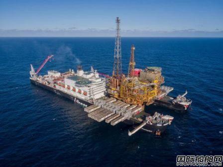 全球最大海工船打破海上起重世界记录