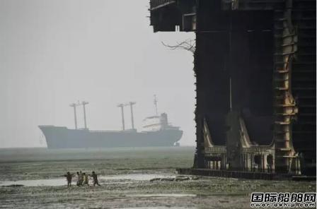 散货船PK集装箱船:拆船谁是老大?