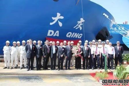 上海船厂交付一艘2.8万吨多用途重吊船