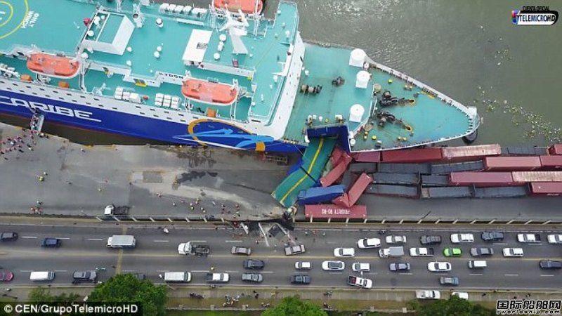 大型渡轮撞上码头压烂一排集装箱!