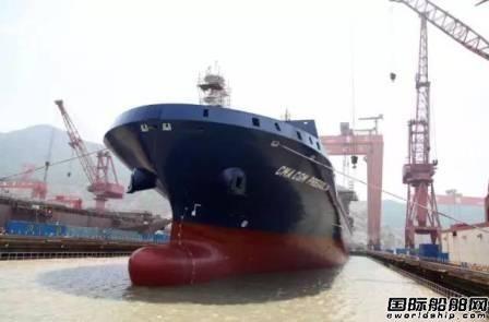 金海重工首制2500TEU集装箱船出坞