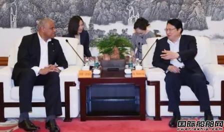 胡问鸣会见美国嘉年华集团总裁