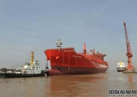 新扬子造船两艘3800TEU集装箱船出坞