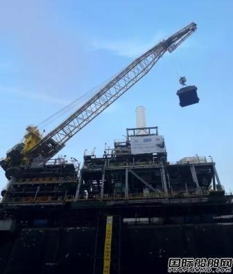 大连中远船务完成FPSO改装P77艏艉吊车调试校验