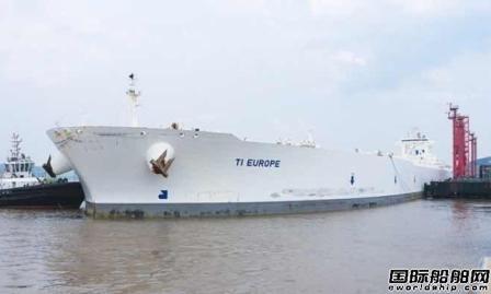 全球最大船满载靠泊宁波舟山港