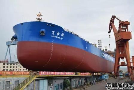 大船集团最新开发7.2万吨成品油船下水