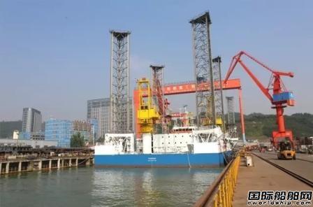 厦船重工首制海上350英尺自升式平台出坞