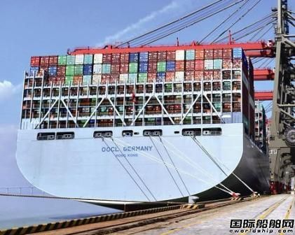 """全球最大集装箱船""""东方德国""""靠泊厦门"""