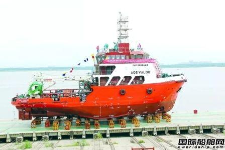 武船三艘同型海工船八天内相继下水