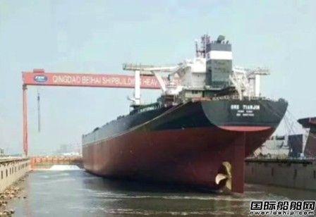 淡水河谷新一代40万吨矿砂船首制船出坞