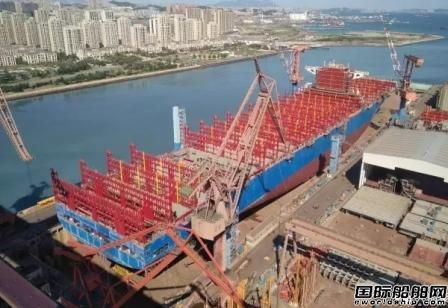 大船集团首艘2万箱集装箱船主船体成型