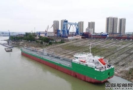 宜昌达门一艘8000吨油船下水