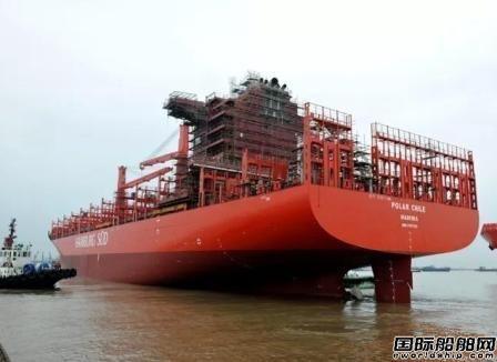 新扬子造船两船出坞一船搭载