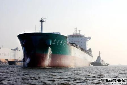 金陵船厂一艘2500箱集装箱船试航