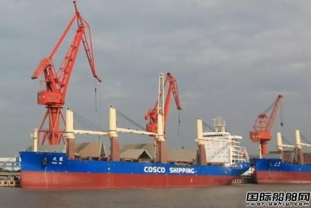 上海船厂36000吨重吊船首制船完成倾斜试验