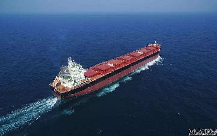 中航威海82000吨散货船试航美图