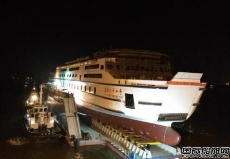 广东新船重工127米客滚船下水