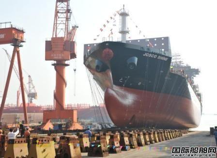 新扬子造船一艘1900TEU集装箱船下水