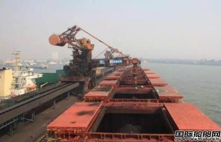 """超过100艘运煤船""""抛锚""""在中国港口"""