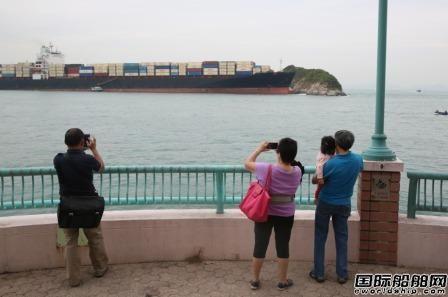 一艘集装箱船香港海域失控撞礁搁浅