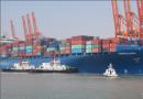 钦州迎来开港以来最大集装箱船