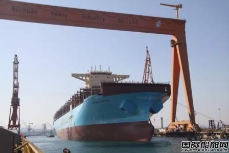 青岛武船首艘集装箱船进坞改装
