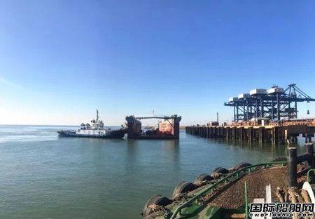 3500吨举力浮船坞抵达营口港