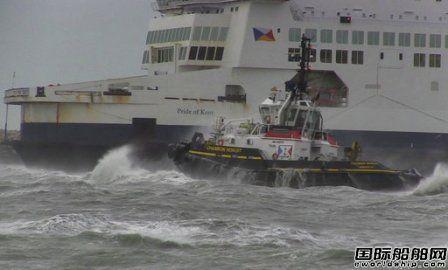 载313人渡轮遭遇暴风雨在法国加莱港搁浅
